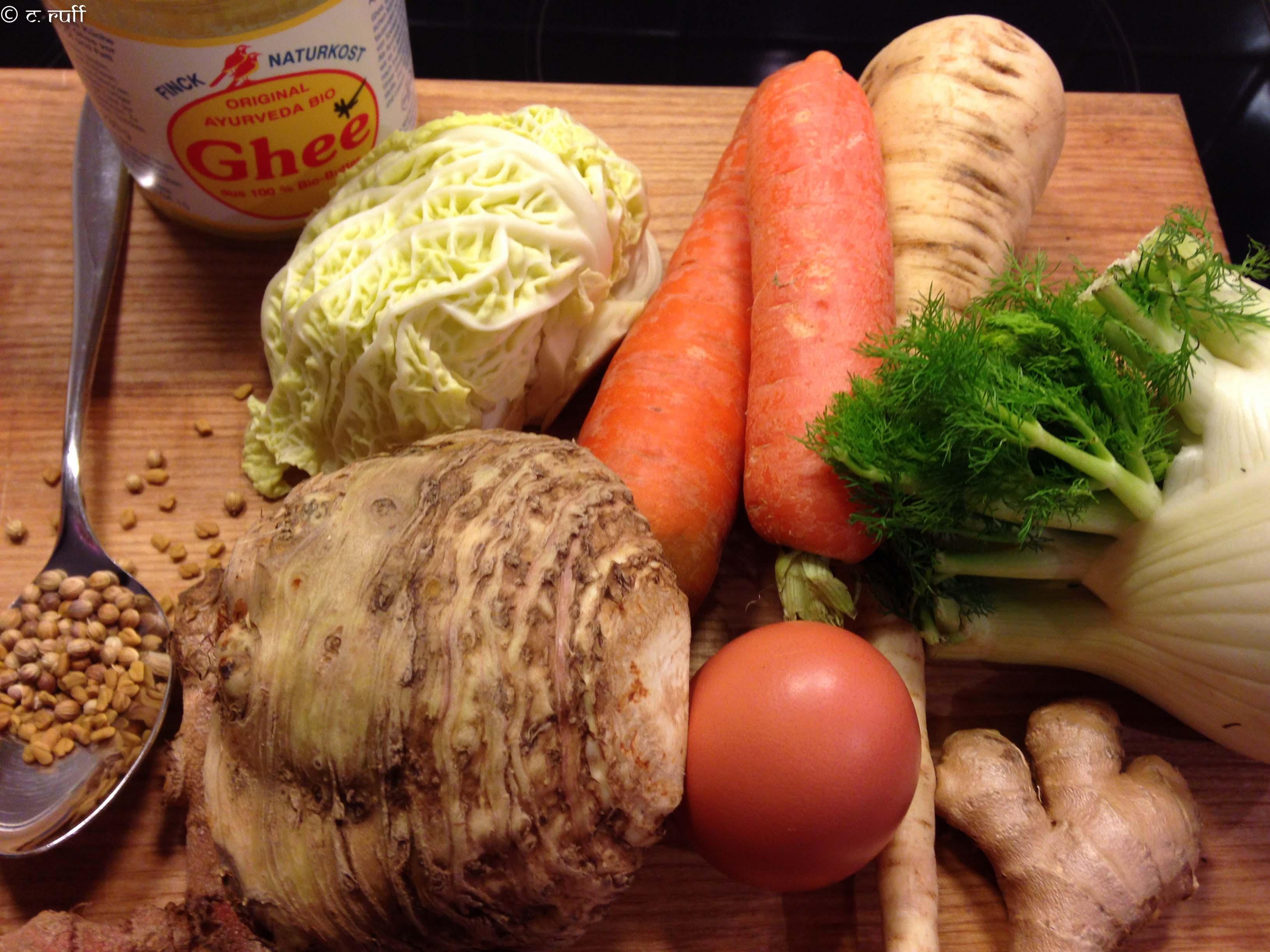 Gemüsesüppchen mit Wirsing,Fenchel,Karotte,Pastinake,Ei